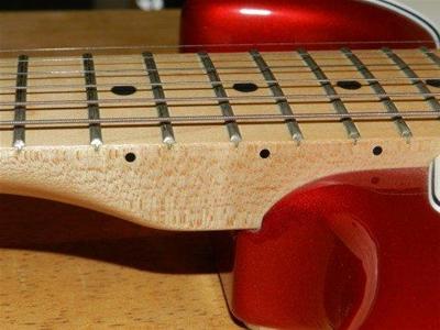 Mặt phím đàn guitar bằng gỗ thích và gỗ cẩm lai