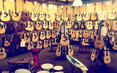 Đàn guitar thùng tròn giá nhiêu