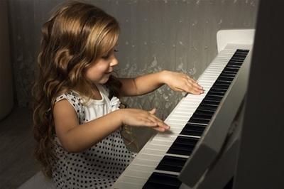 Chọn mua đàn piano cho bé học
