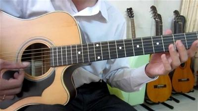 Lớp học đàn guitar chuyên nghiệp để trở thành nhạc công