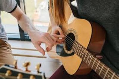 Có là muộn nếu đến 30 tuổi học đàn guitar?
