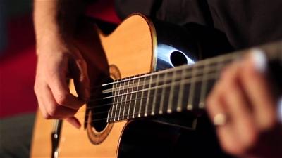 Học đàn guitar bao lâu thì đánh được
