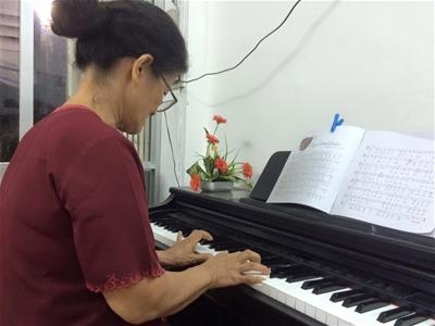 Ở tuổi 50, 60 thì có học được đàn piano hay không
