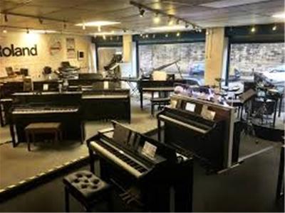 Khi mới học đàn piano nên mua đàn gì?
