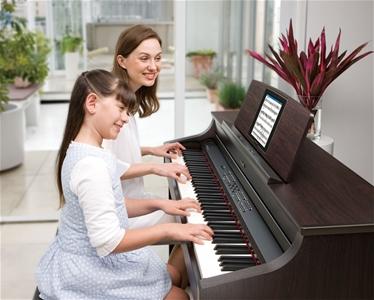 Đàn piano điện phù hợp cho bé 7 tuổi