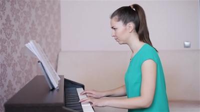 Cây đàn piano 15 triệu tốt nhất cho người mới học