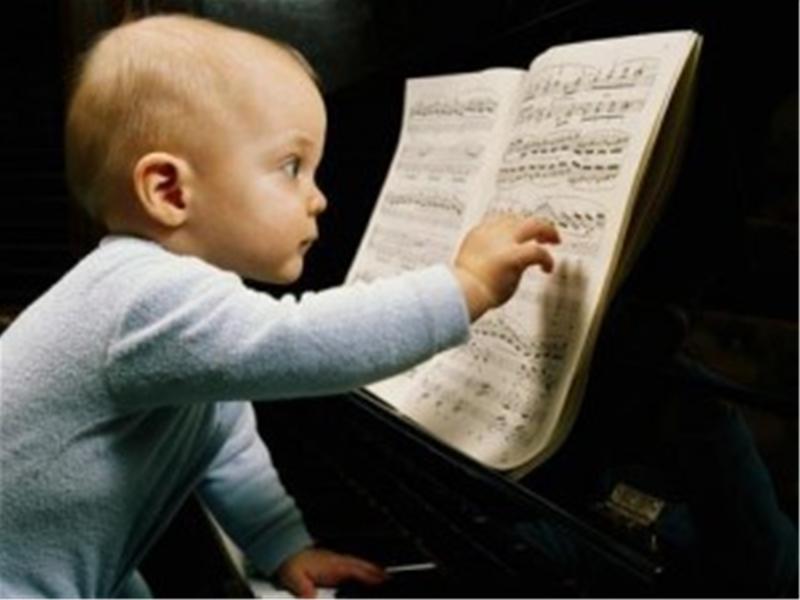 vì sao cho bé học đàn piano sớm