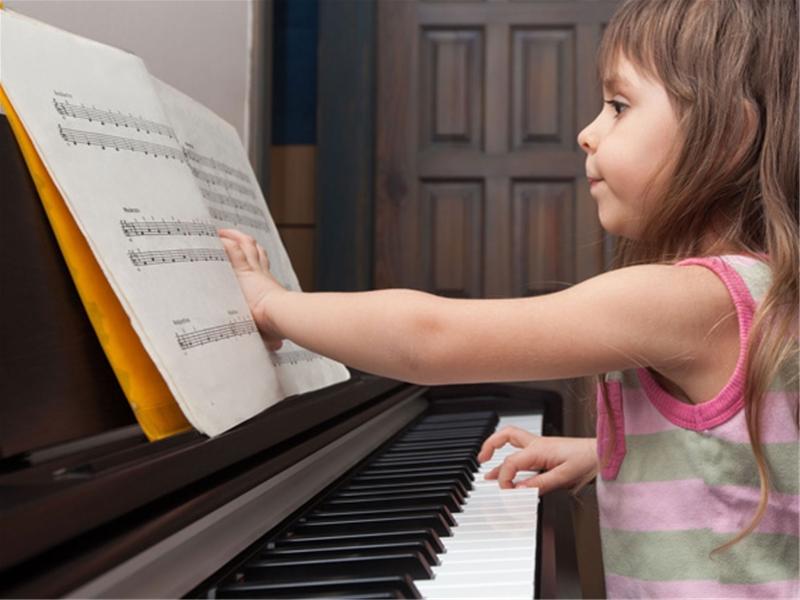 Chọn mua đàn piano điện cho bé