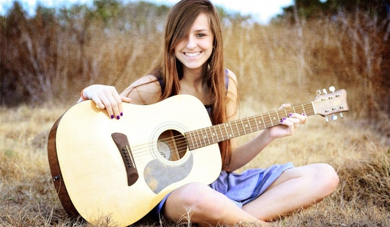 Cách chọn mua đàn Guitar Acoustic và đàn Guitar classic cho người mới