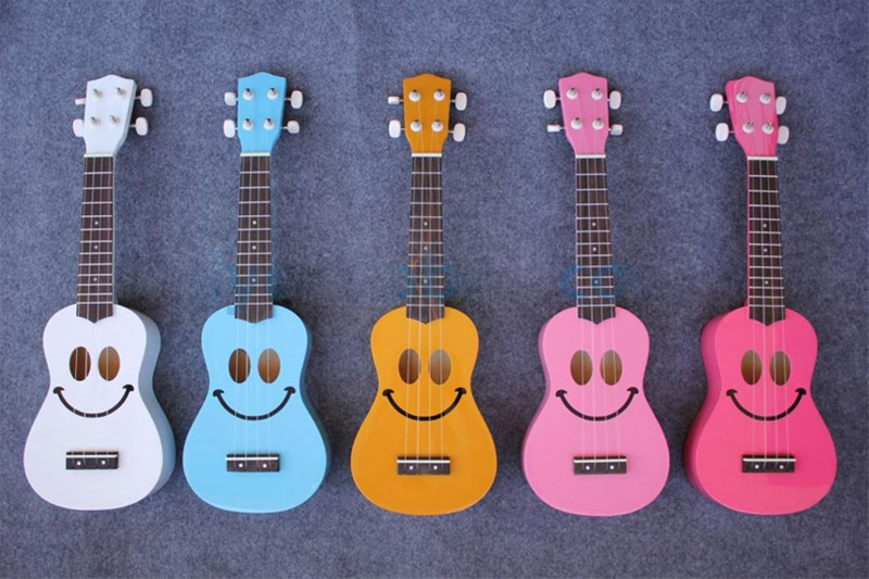 cây đàn guitar nhỏ