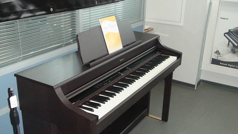 Đàn piano Roland HP-207